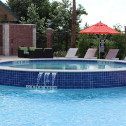 Hot Tub in round Pool